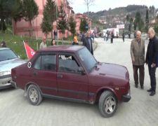 CHP'liler AK Parti konvoyunun geçeceği yolu araçla kapattı