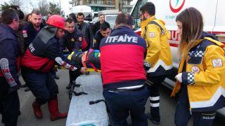 20 metreden aşağıya uçmaktan son anda kurtuldular: 2 yaralı