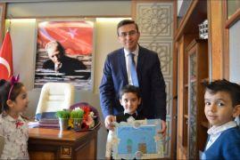 Anaokulu öğrencileri Kaymakam Keçeli 'yi ziyaret etti