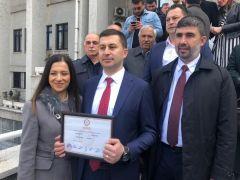 Kilimli Belediye Başkanı Kamil Altun mazbatasını aldı