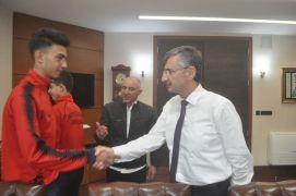 Sarayspor'dan Vali Bektaş'a ziyaret