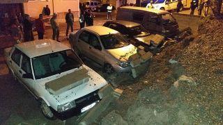 Alaplı'da istinat duvarı çöktü, araçlar zarar gördü