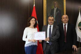 Başarılı sağlıkçılar teşekkür belgesi ile ödüllendirildi