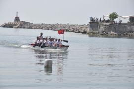 İstanbul'dan aldıkları Türk Bayrağı'nı Zonguldak'a getirdiler