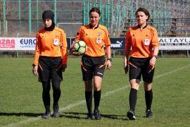 Müslümanlığı seçen Moldovalı Natalia hafta içi öğretmenlik hafta sonu yeşil sahalarda hakemlik yapıyor