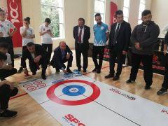 Protokol üyeleri curling branşı ile tanıştı
