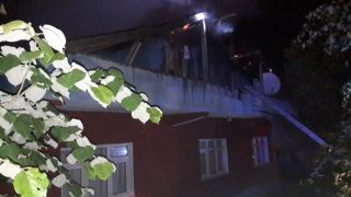 Tek katlı evin çatı katında çıkan yangın korkuttu