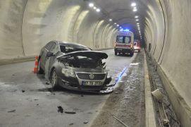 Tünelde duvara çarpan otomobil takla attı: 3 yaralı