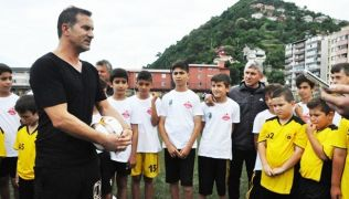 Ünlü futbolcu, isminin verildiği yaz futbol okulunun açılışına gelecek