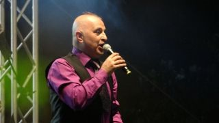 Komedyen Yavuz Seçkin, Canan Karatay taklidi ile kahkahalara boğdu
