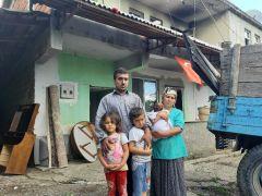 (Özel) Yangın sonrası evsiz kalan aile yardım eli bekliyor