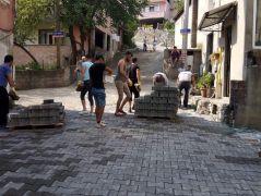 Alt yapısı tamamlanan sokaklarda parke çalışması başladı