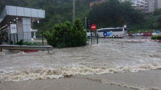Aniden bastıran kuvvetli yağışta otobüs terminali sular altında kaldı