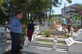 Gülüç halkı mezarlıkları ziyaret etti