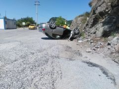 Mıcıra kapılan otomobil takla attı: 4 yaralı
