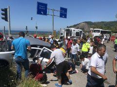 Otomobiller kavşakta çarpıştı, ortalık savaş alanına döndü: 6 yaralı