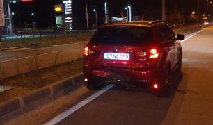 Polisin 'dur' ihtarına uymadı kaza yaptı: 2 yaralı