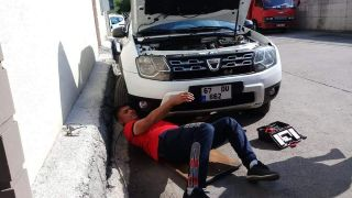 Otomobile sıkışan kediyi itfaiye kurtardı