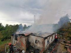 Zonguldak'ta çıkan yangın bir evi kül etti