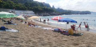 Sıcak havada plaja akın ettiler