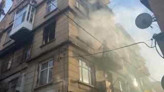 5 katlı apartmanın 3. katında çıkan yangın korkuttu