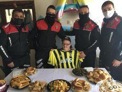 Polisten down sendromlu Altan'a doğum günü sürprizi