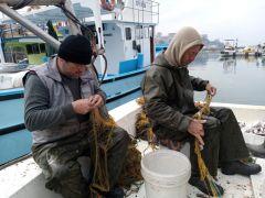 Zonguldaklı balıkçılar 100 kilogram mezgitle limana döndü