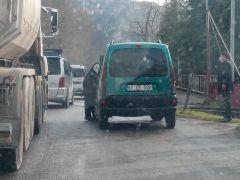 Küçük çaplı araç yangını paniğe neden oldu