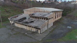 Metruk bina tespiti yapılan 35 yıllık spor salonuna yıkım engeli