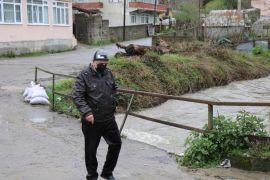 Derenin debisi yükseldi, vatandaşlar sel tehlikesi yaşadı