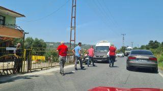Motosiklet yol kenarındaki kamyonete çarptı: 1 yaralı