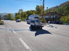 Oto çekici aracı ile otomobil çarpıştı:1 yaralı